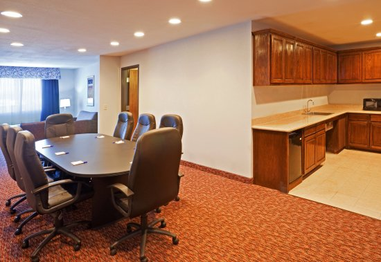 Stephenville, TX: Executive Boardroom King Bed Suite