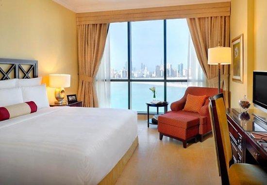 Marriott Executive Apartments Manama, Bahrain : Master Bedroom