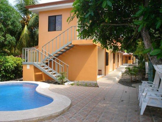 La Dolce Vita: Swimming-pool area