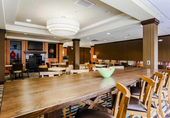 Fairfield Inn & Suites Wilkes-Barre Scranton: Communal Table