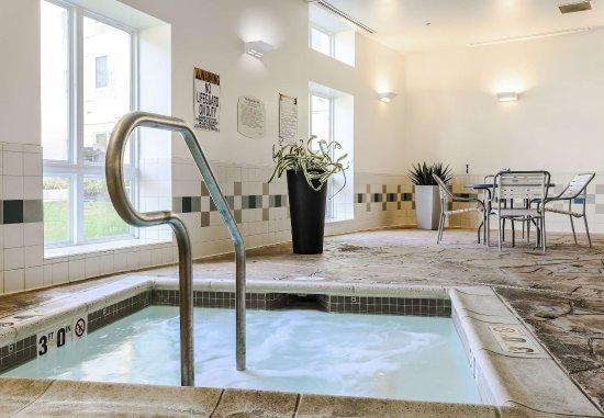 Fairfield Inn & Suites Wilkes-Barre Scranton: Whirlpool
