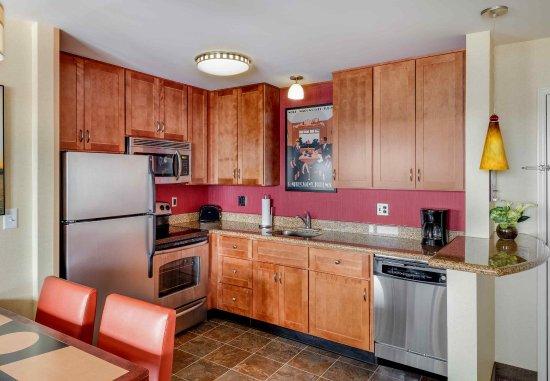 Auburn, ME: King Studio Suite - Kitchen