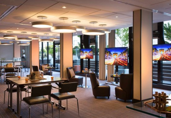Renaissance Paris Arc de Triomphe Hotel : Meeting Room - Lounge Setup