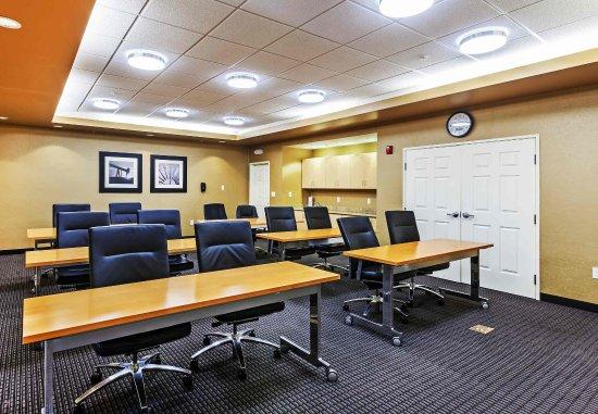 Broken Arrow, OK: Meeting Room - Classroom Setup