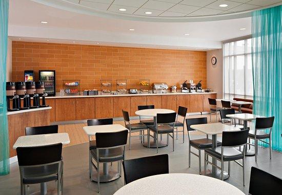Saginaw, MI: Breakfast Seating  Area