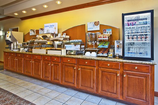 Goshen, IN: Yum! Warm cinnamon rolls, hot entrees, fresh fruit and yogurt