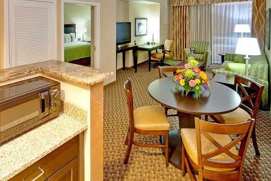 Holiday Inn Hotel & Suites Memphis-Wolfchase Galleria: Suite Living Room