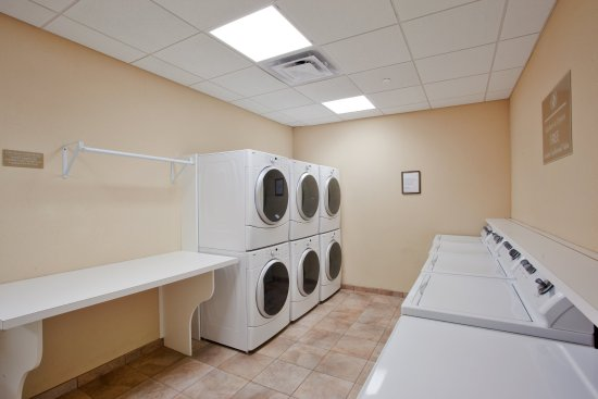 Candlewood Suites Norfolk Airport : Laundry Facility