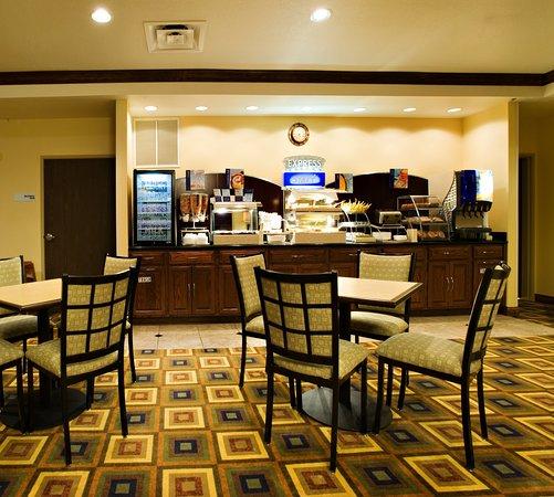 Holiday Inn Express Childress : Breakfast Bar