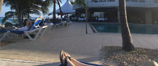 Divi Carina Bay All Inclusive Beach Resort: The bar area behind the pool is where all entertainment takes place