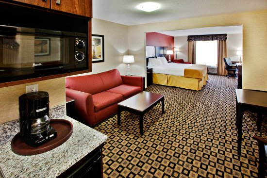 Crawfordsville, IN: King Bed Suite
