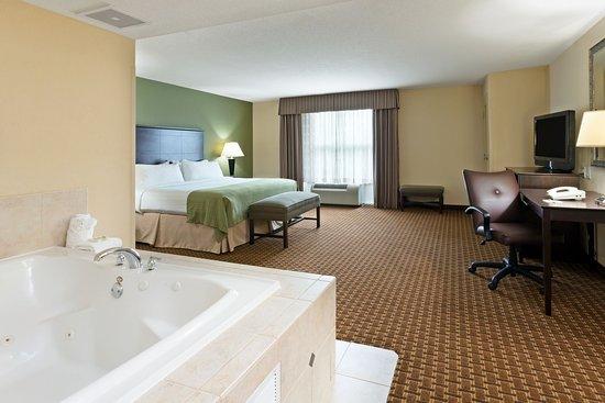 Holiday Inn Daytona Beach LPGA Blvd: Spacious and relaxing spa suite