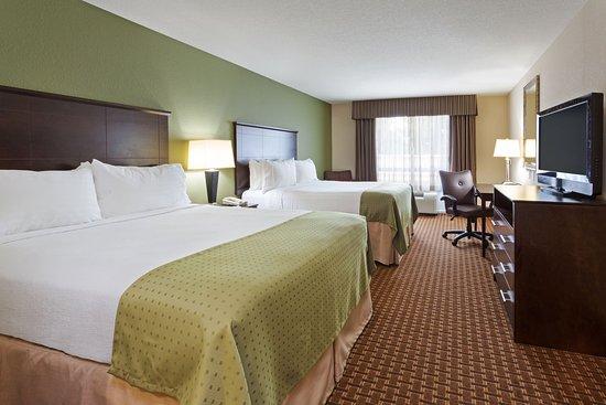 Holiday Inn Daytona Beach LPGA Blvd: Convenient Two Queen Nonsmoking Room