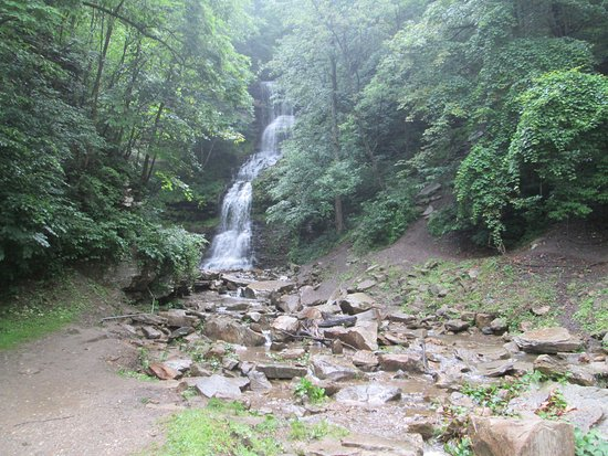 Ansted, Virginia Barat: One of the many hillside water falls