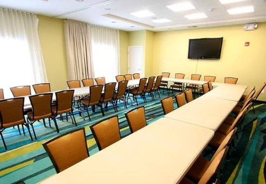 SpringHill Suites Madera: Meeting Room
