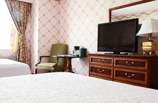 Williamstown, MA: Double Double Room Detail
