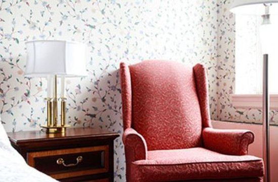 Williamstown, MA: Standard King Room Detail