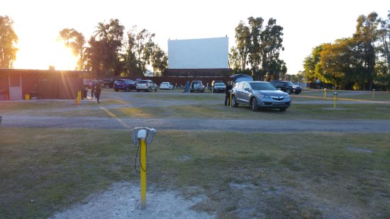 Ruskin Family Drive-In: Parking lots