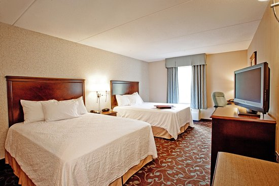 Hampton Inn & Suites by Hilton Barrie: Two Queen Beds