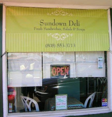 Kaunakakai, Гавайи: Sundown Deli front window
