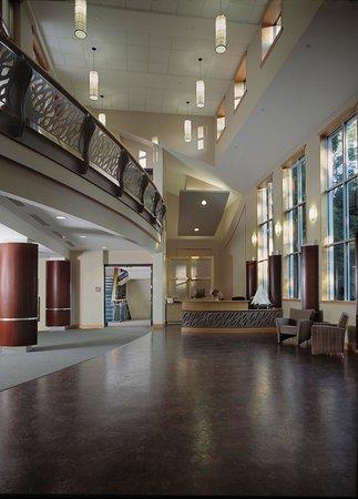 Beverly, MA: Atrium Lobby