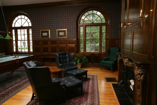 Beverly, MA: Tupper Manor Billiards Room