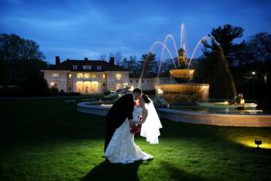 Beverly, MA: Tupper Manor Weddings