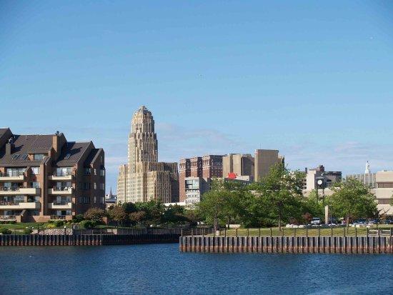 Amherst, NY: Short Drive to Downtown Buffalo, NY