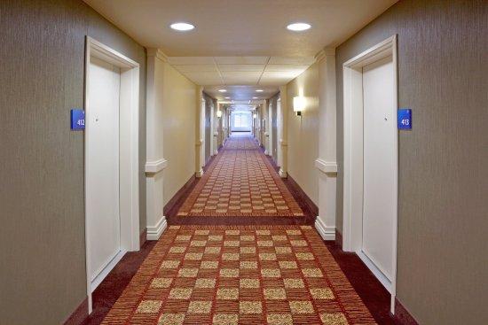 Chehalis/Centralia Holiday Inn Express & Suites Hallway