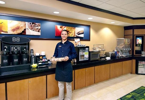 Fairfield Inn & Suites Rockford: Breakfast Buffet