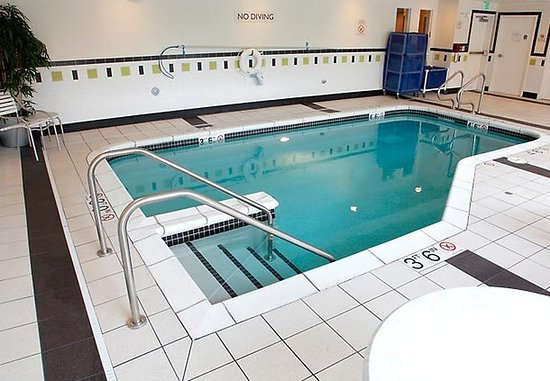 Fairfield Inn & Suites Rockford: Indoor Pool