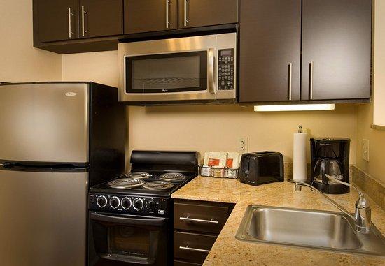 Лексингтон-Парк, Мэриленд: One & Two-Bedroom Suite Kitchen