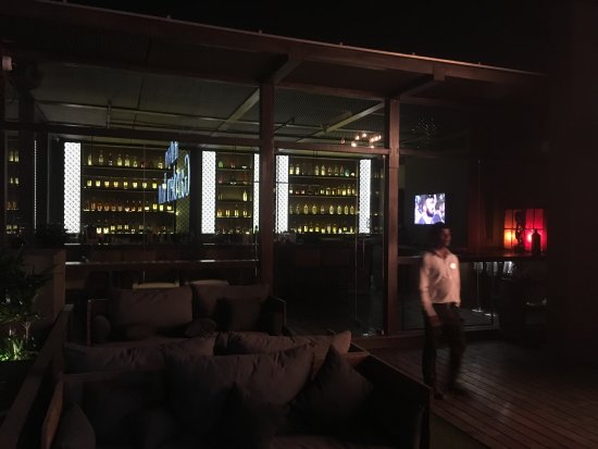 Hilton Garden Inn Gurgaon Baani Square India: Sehr gute Rooftop Bar