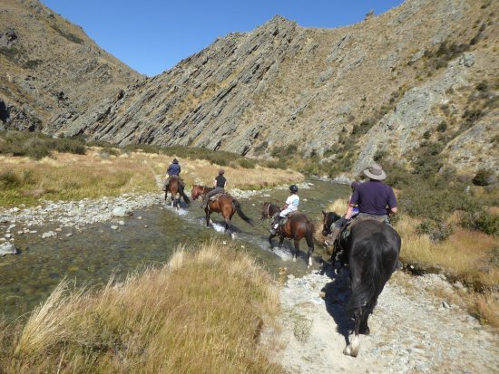 Waimate, Selandia Baru: One of the many river crossings