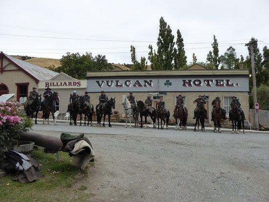 Waimate, Selandia Baru: Iconic Vulcan Hotel in St Bathans