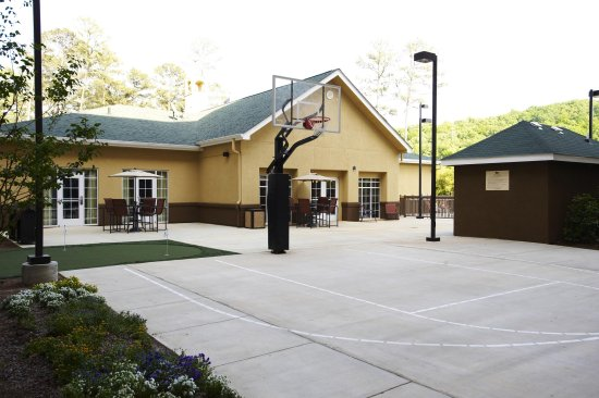 Hoover, AL: Outdoor Basketball Court