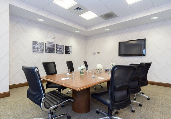 SpringHill Suites Charlotte Ballantyne Area : Boardroom