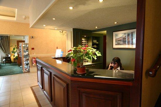 Alexandra Hotel: Reception