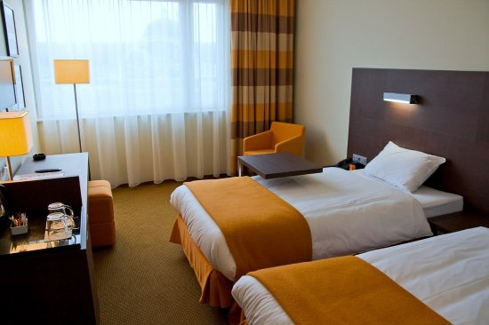 Piaseczno, Poland: Twin bedded room