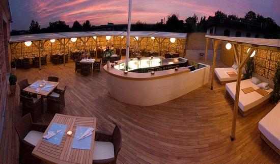 Restaurant & Design Hotel Noem Arch : Summer Patio