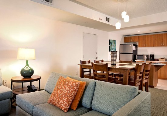 Athens, GA: Presidential Suite Dining Area