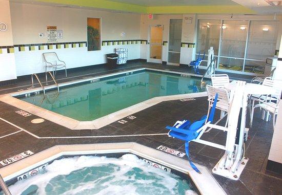 Fairfield Inn & Suites Lexington North: Indoor Pool & Whirlpool