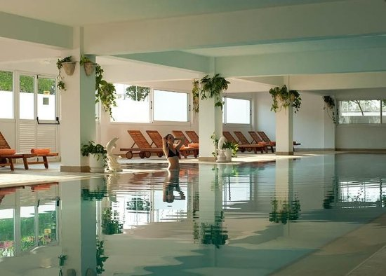 Asterias Beach Hotel: Indoor pool
