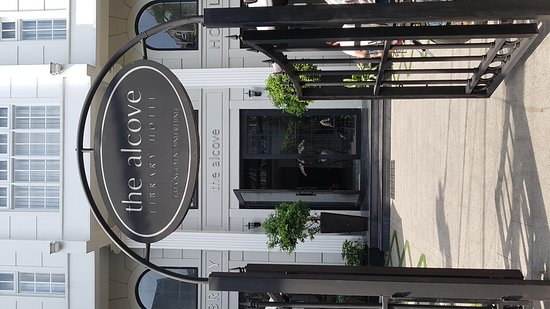 The Alcove Library Hotel: TA_IMG_20170324_093327_large.jpg