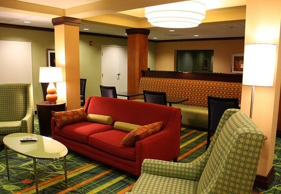 Fairfield Inn & Suites Colorado Springs North/Air Force Academy : Breakfast Lounge