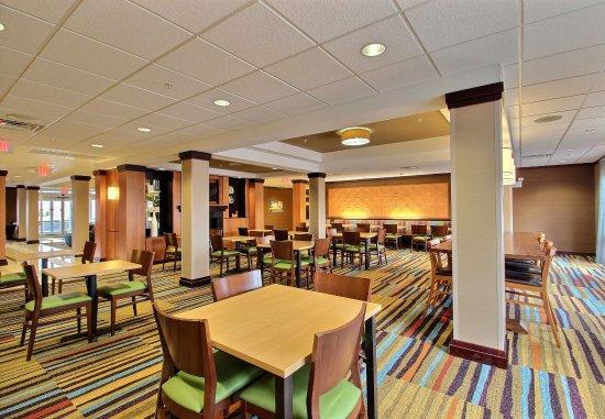 Oak Creek, WI: Breakfast Seating Area