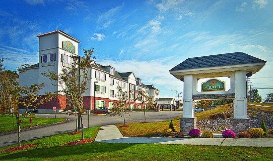 La Quinta Inn & Suites Stonington: ExteriorView