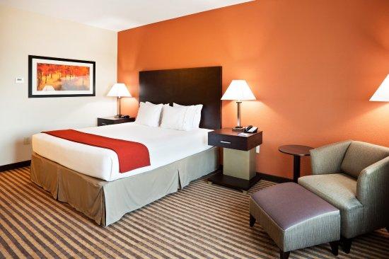 Matthews, NC: King Bed Guest Room