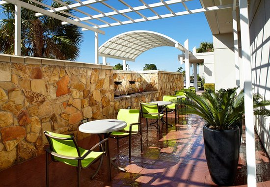 SpringHill Suites Houston Intercontinental Airport: Outdoor Patio