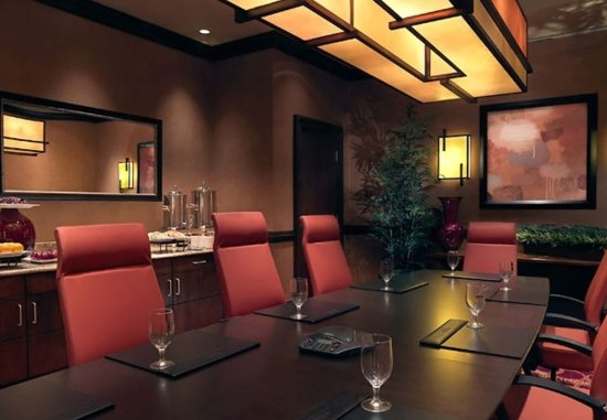 Normal, IL: Executive Boardroom